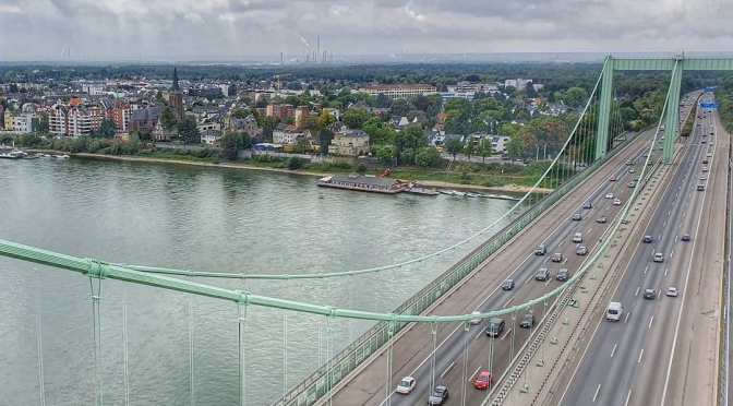 Blick auf Rodenkirchen und die Autobahnbrücke