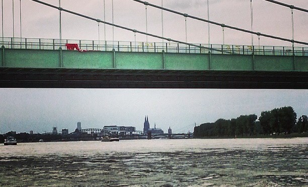 Köln mit Dom von Rodenkirchen aus gesehen