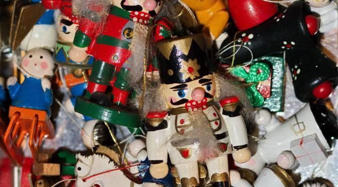 Weihnachtsdekoration mit Nussknackern