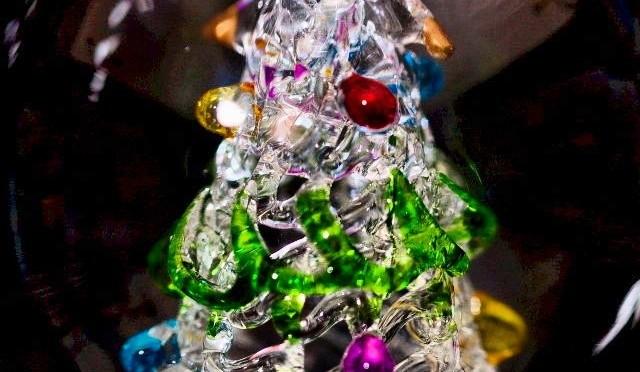Ein Weihnachtsbaum aus Glas